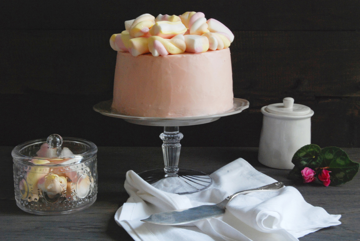 Angel Food Cake Con Frosting Al Lampone E Marshmallow